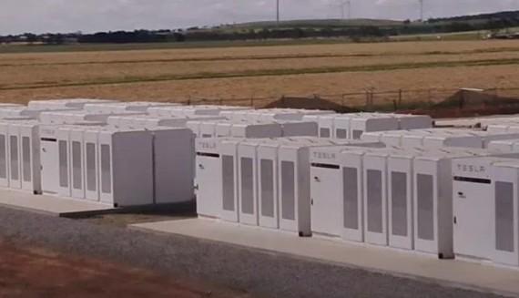 Tesla, dünyanın en büyük batarya sisteminin kurulumunu tamamladı